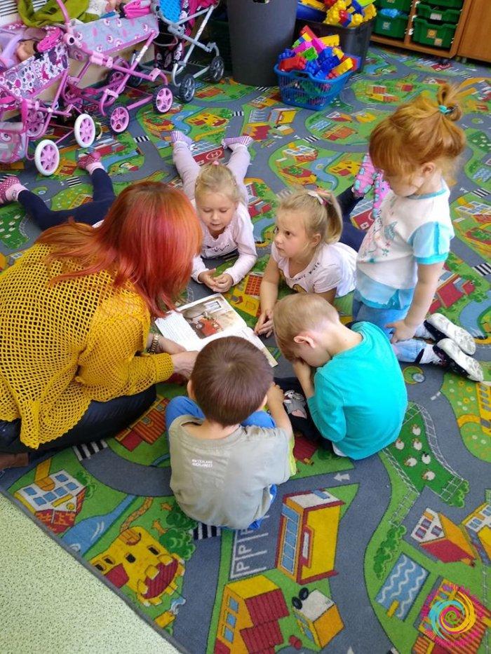 Odwiedziny u przedszkolaków - Biblioteka Publiczna - filia Żubrów
